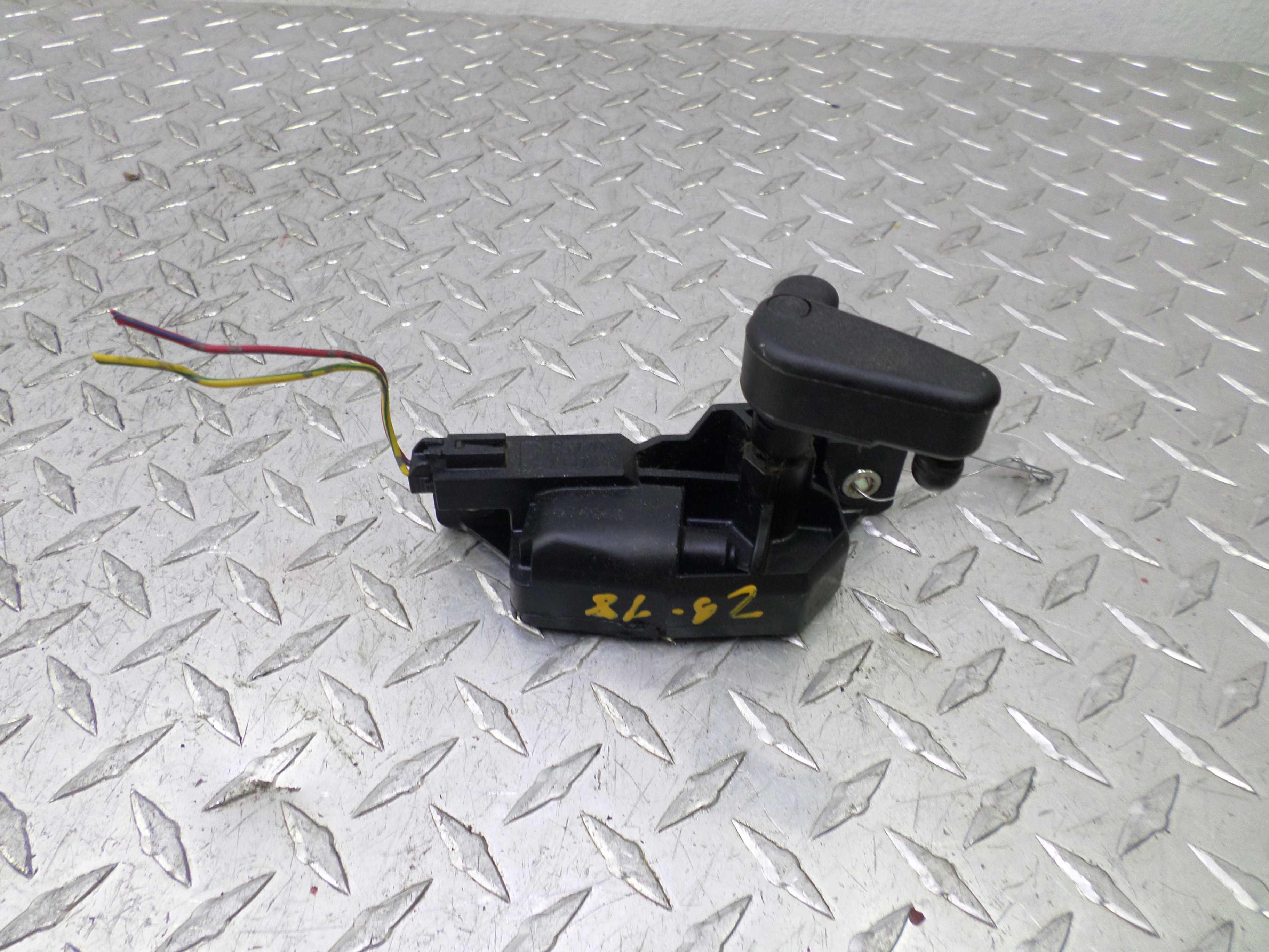 Моторчик открывания кузовного стекла   85770AE012