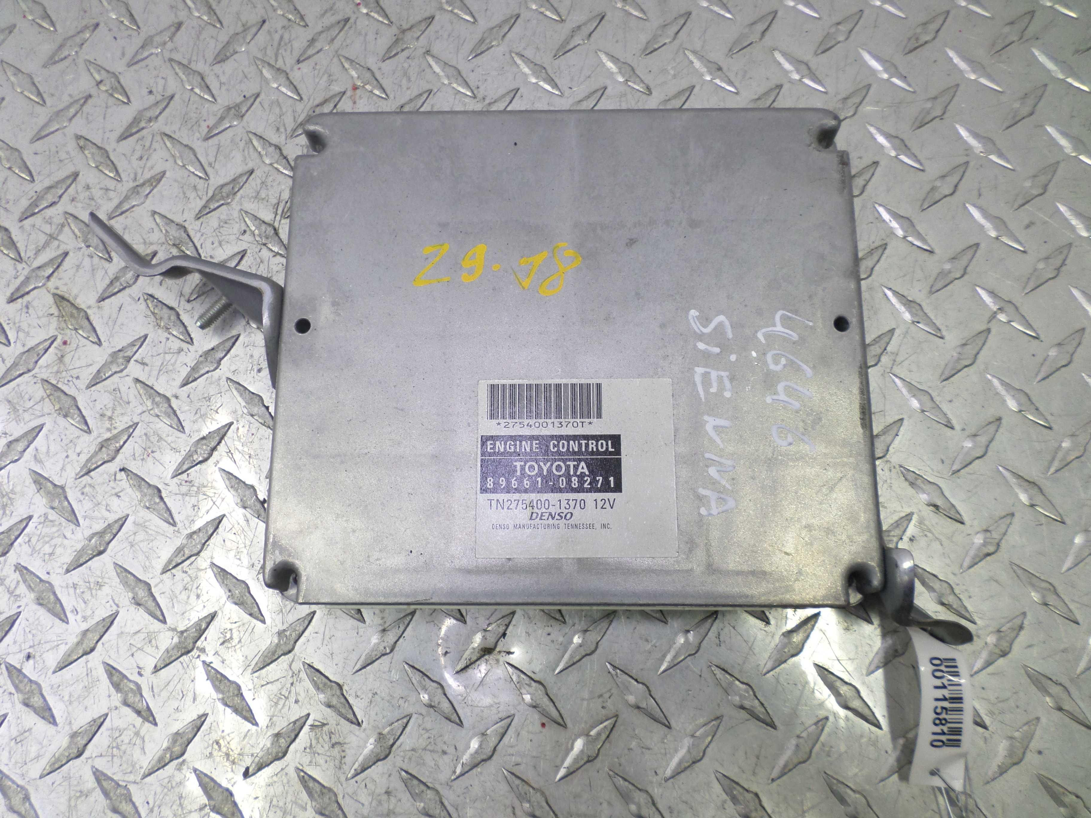 Блок управления двигателем   8966108271