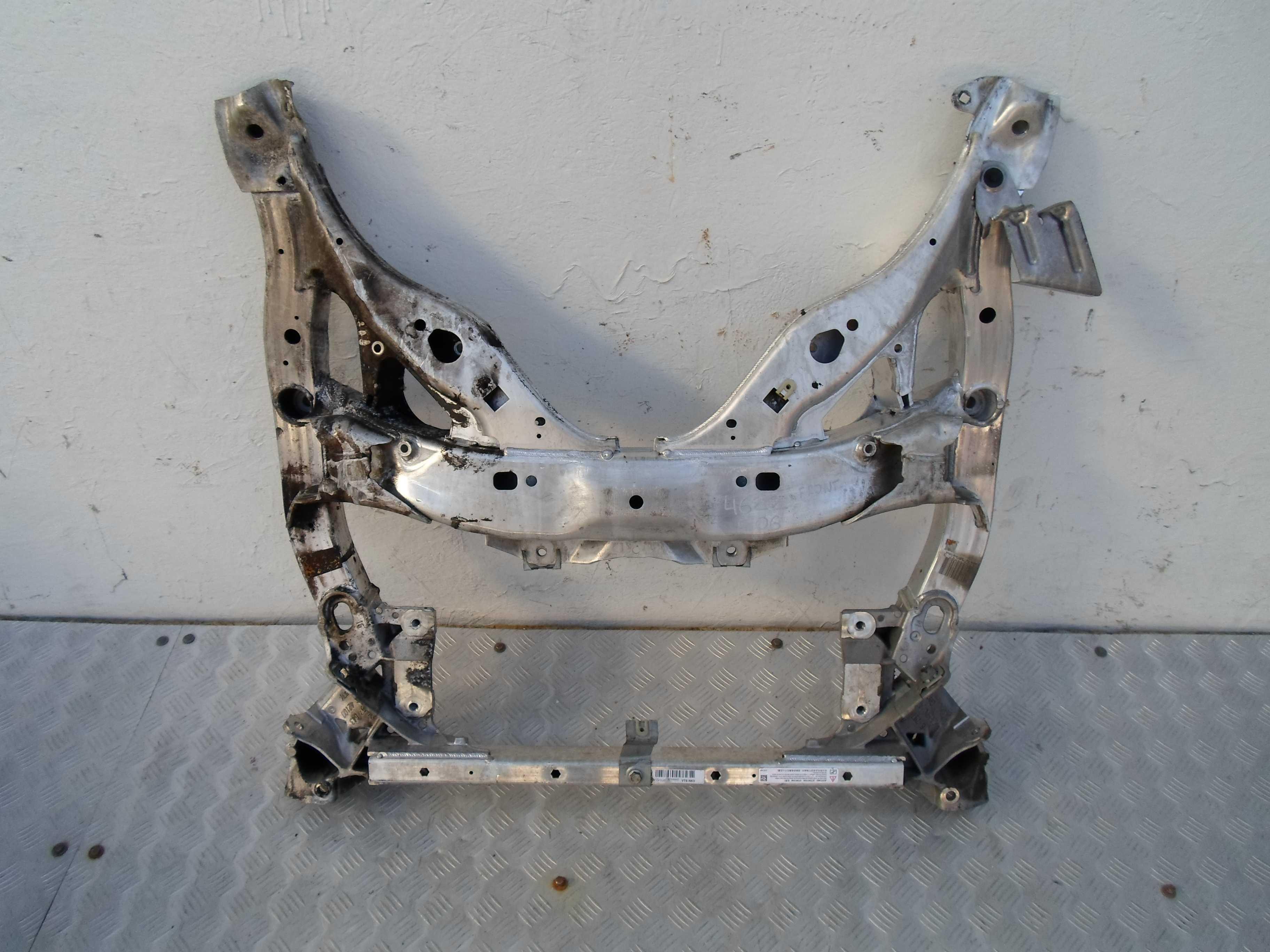 Балка подвески передняя (подрамник)   6796692 VT6N63